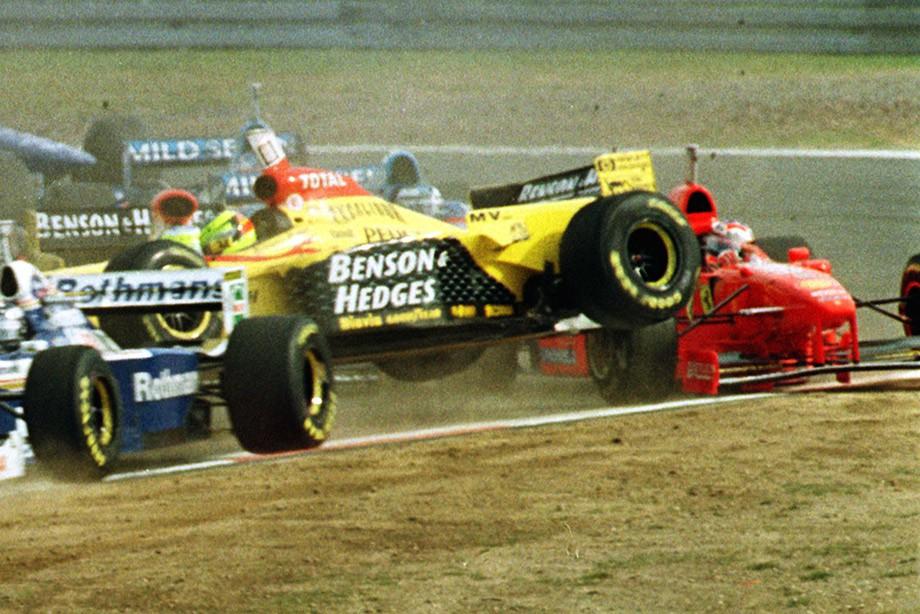 Ральф Шумахер выбивает брата на старте Гран-при Люксембурга