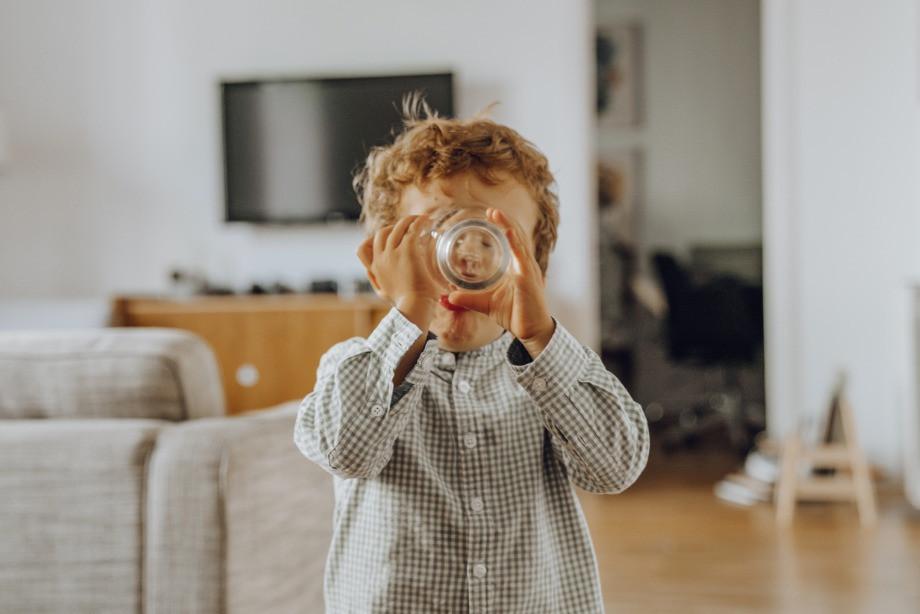 Можно ли пить воду во время еды? За и против. Мнение врача