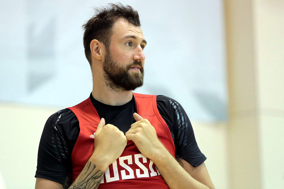 Атакующий защитник «Химок» Сергей Карасёв