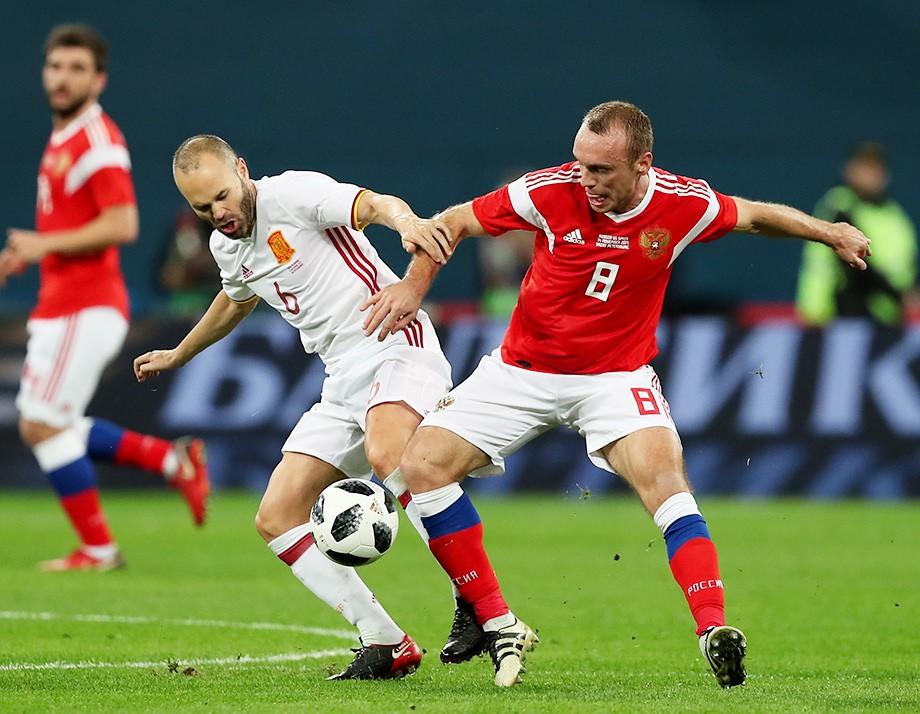 Денис Глушаков в составе сборной России