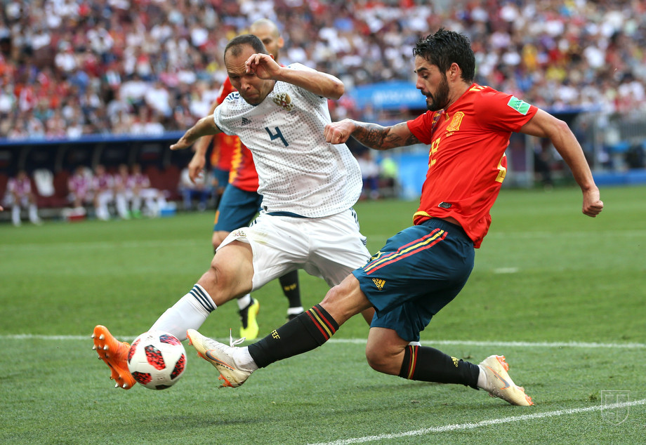 Игнашевич в составе сборной России против испанцев