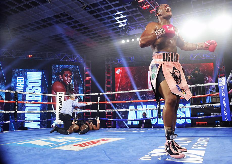 Спарринг-партнер Тайсона Фьюри эффектно нокаутировал соперника в первом раунде, видео