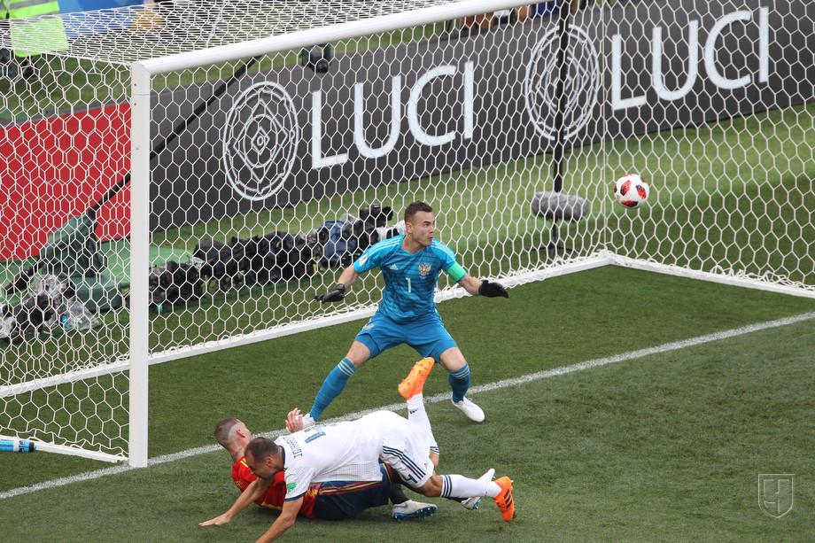Досадный эпизод, в котором мяч от Игнашевича влетел в ворота сборной России