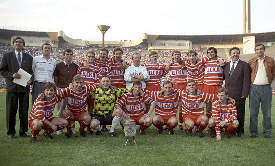 ЦСКА – обладатель Кубка СССР 1991 года. Фокин – третий справа в верхнем ряду
