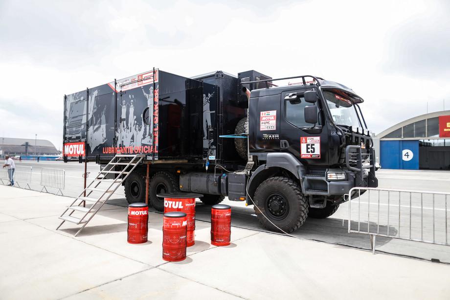 Motul спешит на помощь. Что за чёрный грузовик выручает всех на «Дакаре»