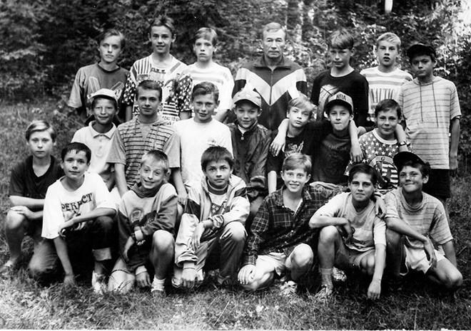 1995-й год. Кратово. 15-летние Березуцкие вместе с партнерами по «Смене». Алексей – третий справа в верхнем ряду. Василий – третий слева в среднем