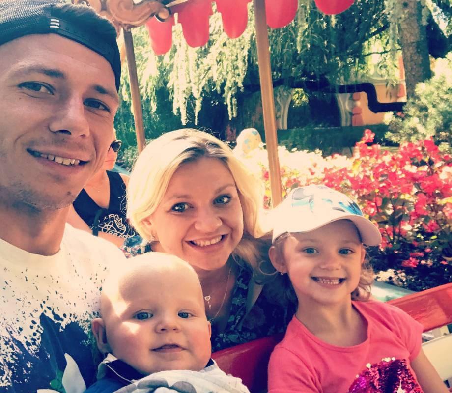 Марек Сухи с семьей