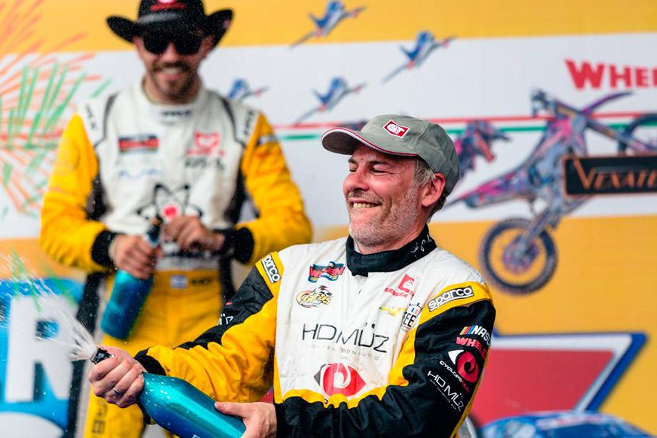 Вильнёв на подиуме этапа европейской серии NASCAR