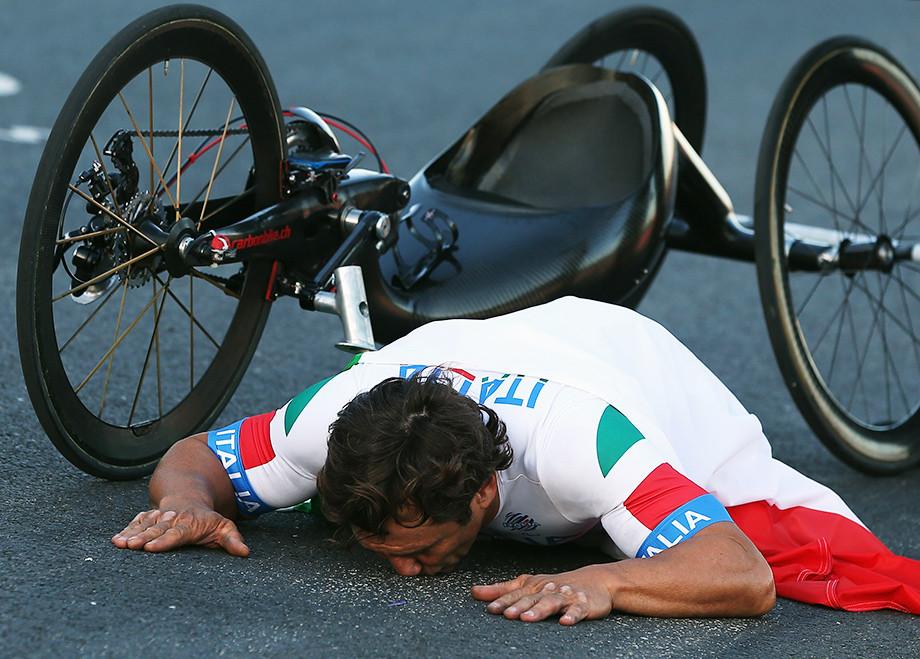 «У меня оставался лишь литр крови». Гонщик потерял ноги, но стал чемпионом