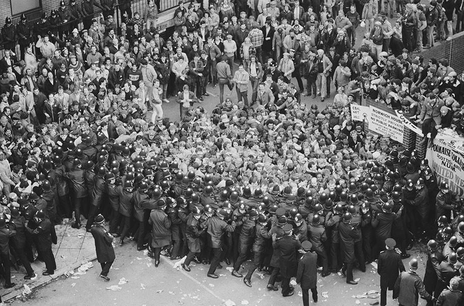 Столкновение полиции с протестующими, 1984 год.