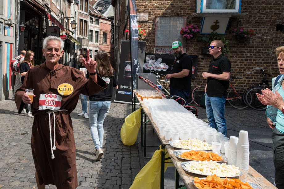 Участник пивного марафона в Бельгии