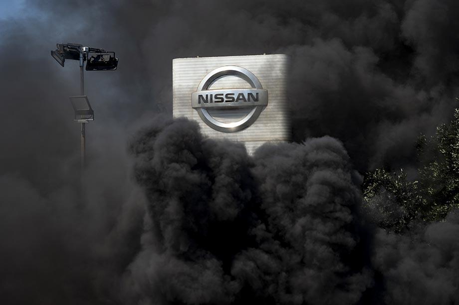 Акции протеста против решения компании Nissan о закрытии завода в Каталонии
