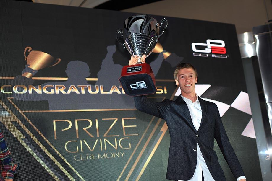 Даниил Квят на церемонии награждения после чемпионства в GP3, 2013 год