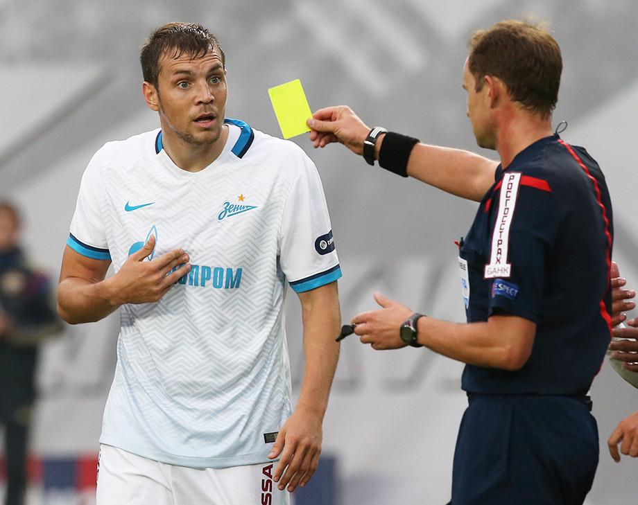 «Нам могут ломать нос, а жёлтые получаем мы!» Как Мешков судил «Зенит» и ЦСКА