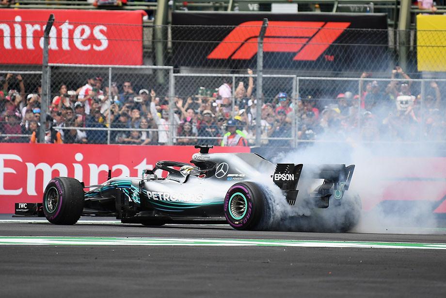 «Рекорды Шумахера — вопрос времени». СМИ — о титуле Льюиса и гонке в Мехико