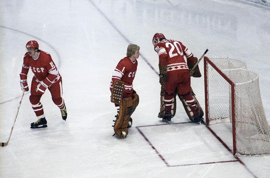 «Красная машина пришла в неистовство». Две победы над канадцами и разница шайб 61-14