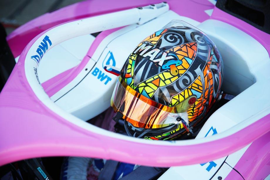 Специальный дизайн шлема в честь рождения сына
