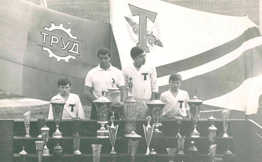 Хусаинов — воспитанник «Торпедо» (на фото — второй справа)