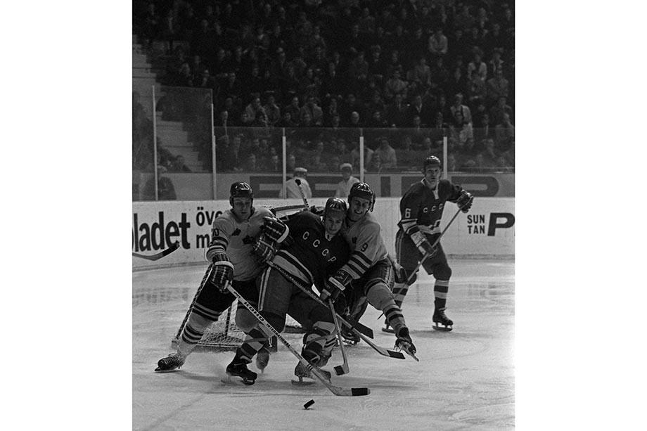 Сборная СССР забивала шведам даже с колен! Как Михайлов и Харламов нарисовали супергол