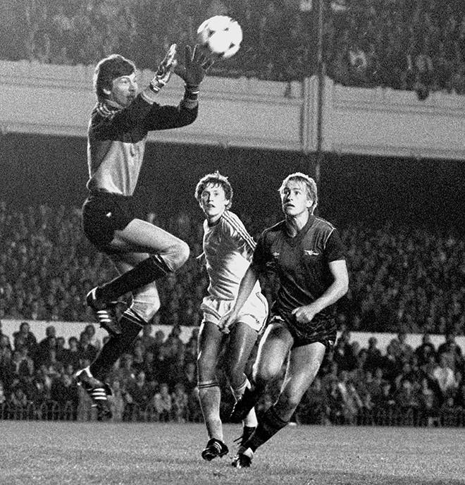 «Арсенал» — «Спартак» — 2:5. Слева направо: Ринат Дасаев, Владимир Щербак и Ли Чэпмен