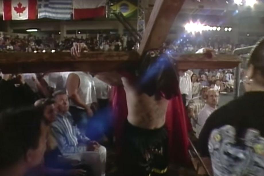 Боец Кимо Леопольдо выходил драться с крестом на плечах