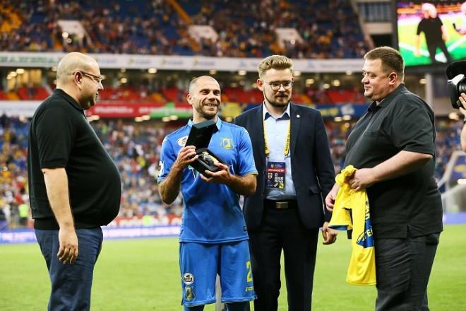 Калачёв получил памятные часы в подарок от руководства «Ростова»