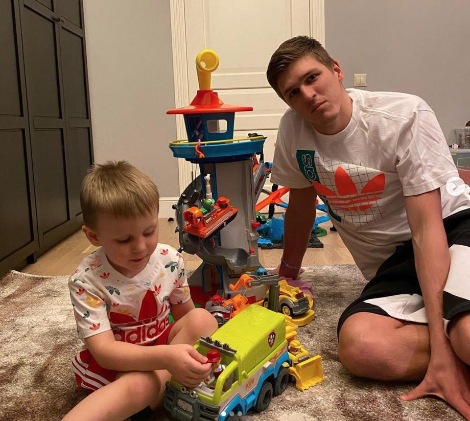 Александр Соболев с сыном