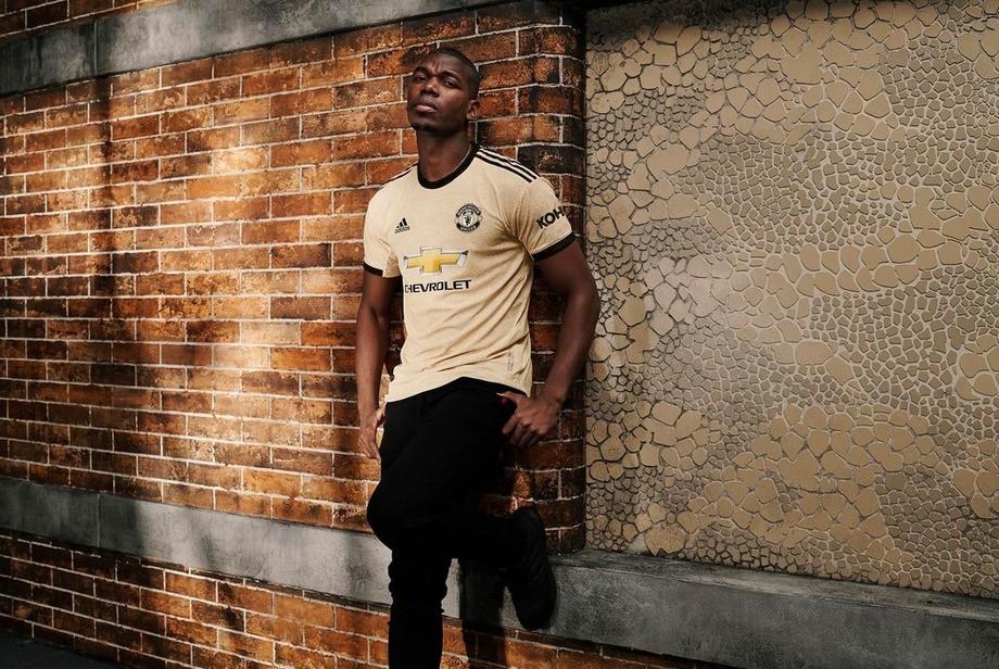 «Манчестер Юнайтед» представил новую гостевую форму со змеиной текстурой