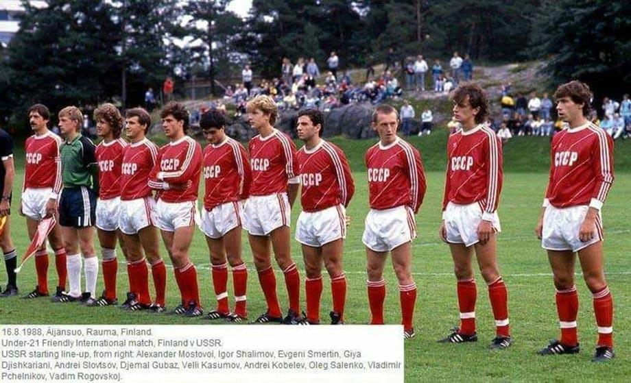 Молодёжная сборная СССР (Вели Касумов — пятый слева)