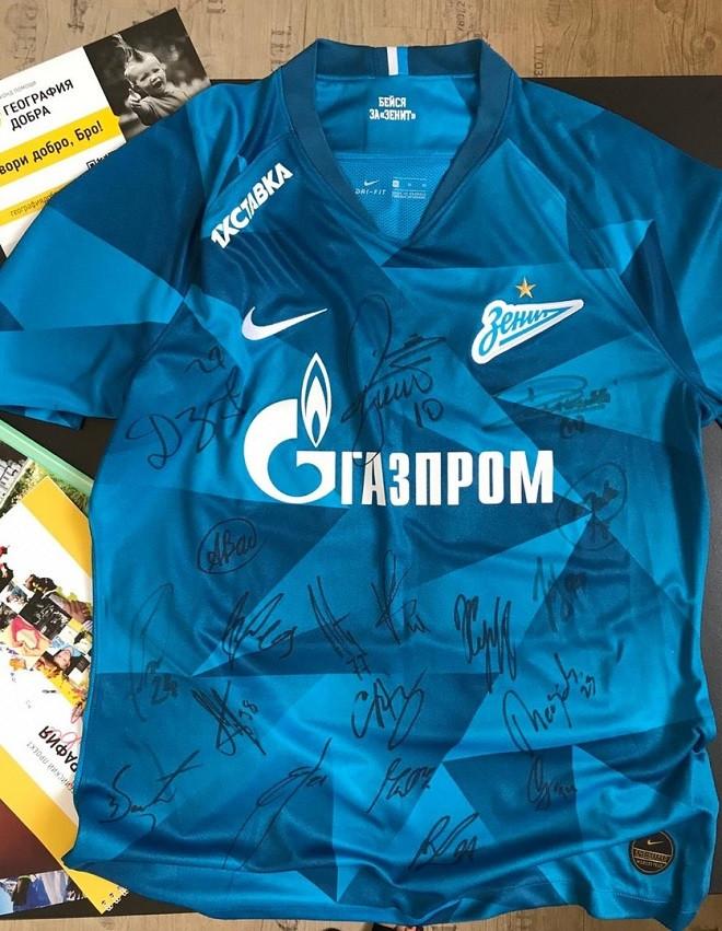 На благотворительном аукционе будет разыграна футболка Дзюбы с автографами
