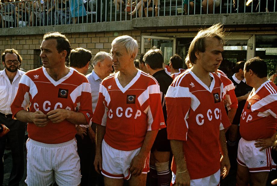 Олег Романцев, Игорь Нетто, Вагиз Хидиятуллин перед матчем ветеранов. 1991 год