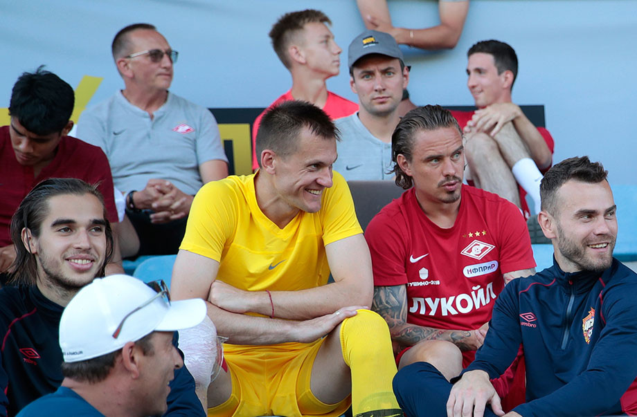 Артём Ребров и Андрей Ещенко (в центре), Игорь Акинфеев (крайний справа)