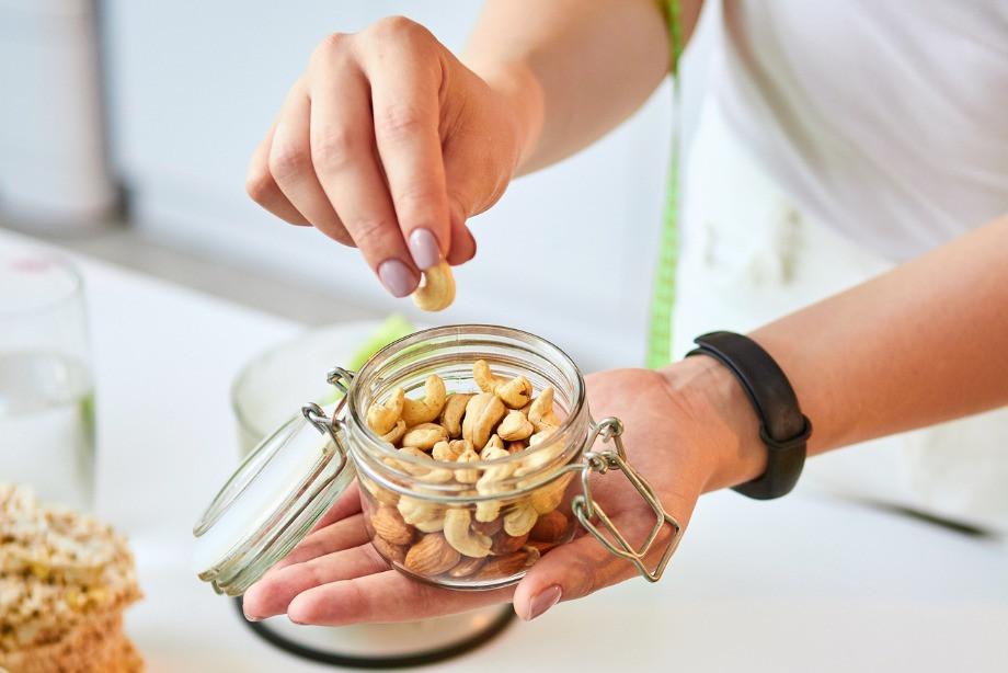 Когда нужно пить дополнительный протеин? Почему нельзя есть слишком много белка?