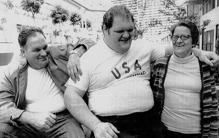Крис Тэйлор (в центре)