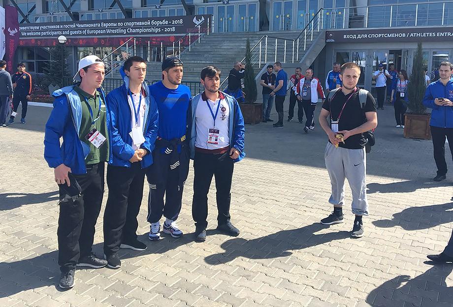 Абдулрашид Садулаев и его поклонники