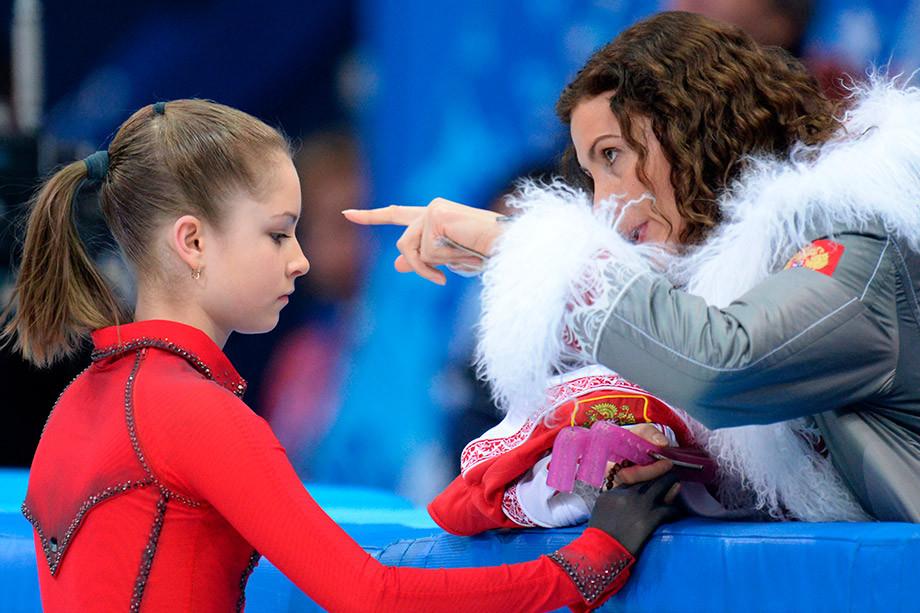 Юлия Липницкая стала тренером академии Евгения Плющенко – кому это выгодно, почему не к Тутберидзе?
