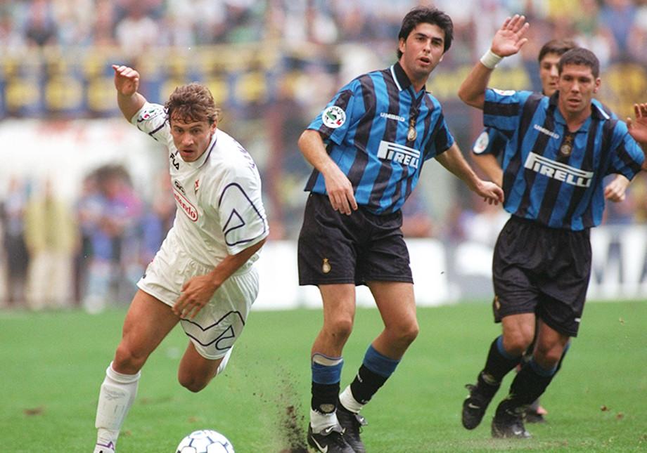 Андрей Канчельскис в матче против миланского «Интера». Крайний справа — Диего Симеоне