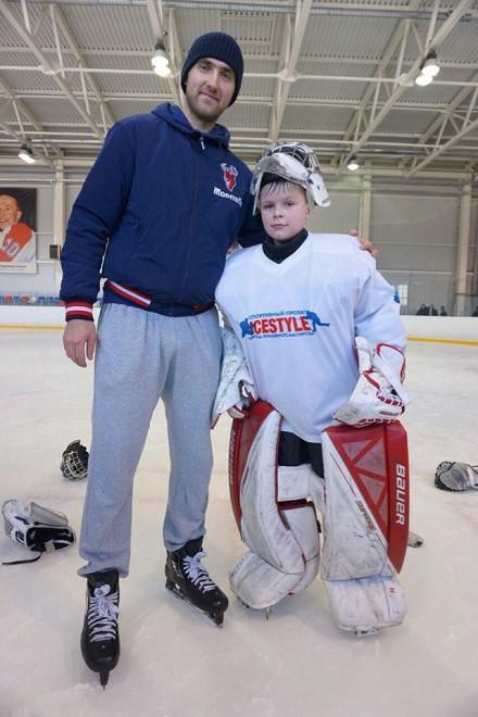 Станислав Галимов на мастер-классе для юных хоккеистов