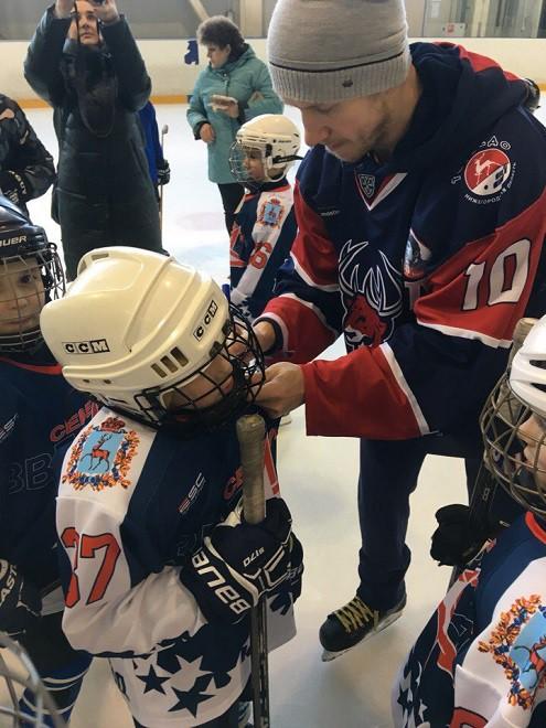 Владимир Галузин на мастер-классе для юных хоккеистов