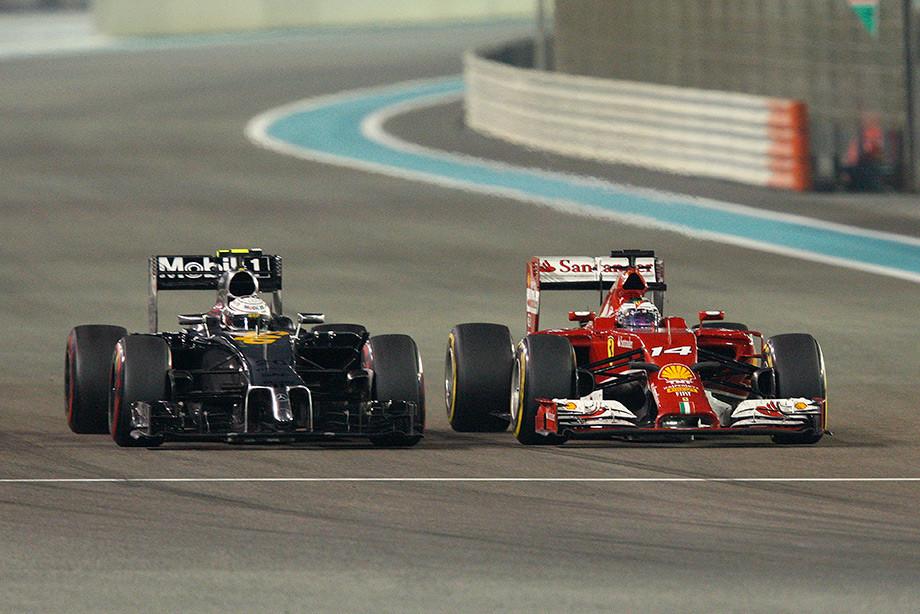 Кевин Магнуссен («Макларен») и Фернандо Алонсо («Феррари») на Гран-при Абу-Даби-2014