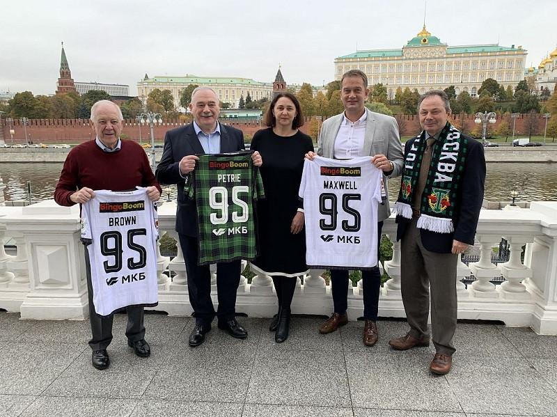 ФК «Торпедо» подарил гостям из Шотландии игровую форму