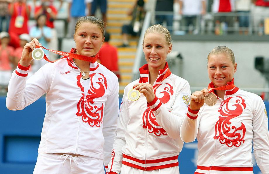 Дементьева, Шарапова, Сафина, Веснина, Кириленко во время триумфа на Олимпиаде. Фото