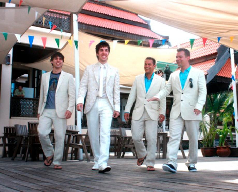Братья Мануэля на свадьбе