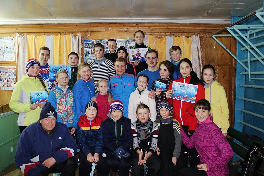 Валерий Гонтарь с учениками лыжной секции Рузаевки