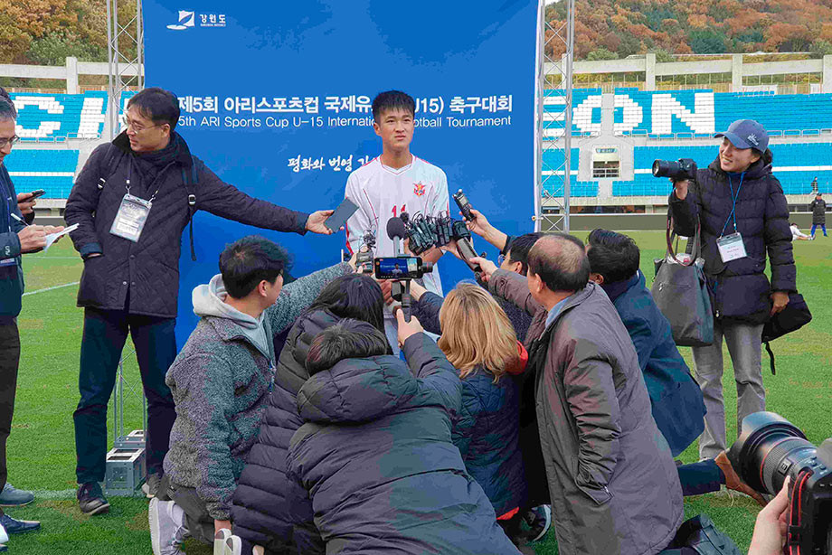 Северная и Южная Корея воюют больше 60 лет. Футбол их объединил