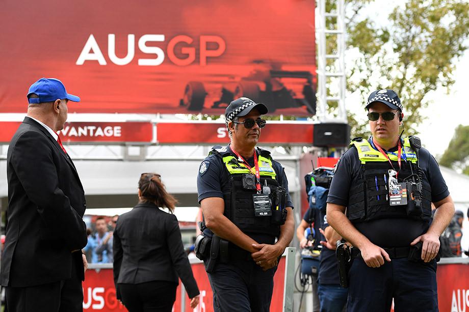 Полиция на входе в «Альберт-парк»