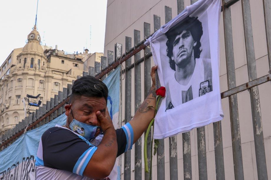 Колонка про смерть Марадоны, сравнение с Месси и роль Диего в жизни аргентинцев