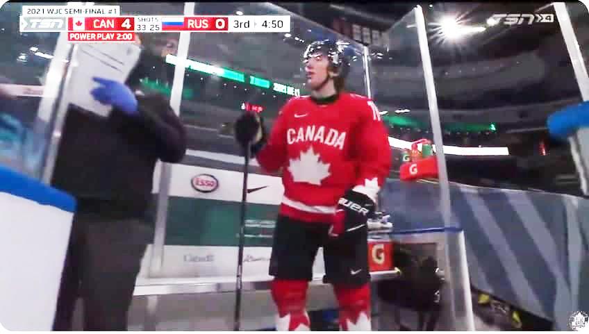 «Маленькая ***». Канадец обругал нашего хоккеиста во время полуфинала на МЧМ-2021