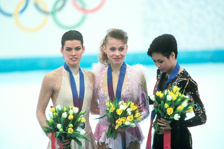 Нэнси Керриган (слева), Оксана Баюл (в центре)