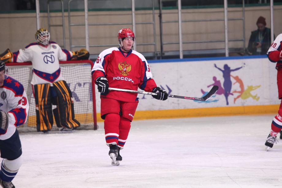 Матч легенд хоккея за Северным полярным кругом. Как это было